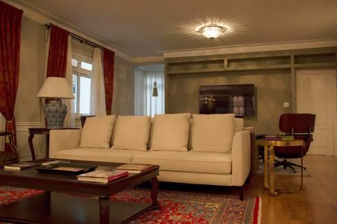 Sala de Estar: Salas de estar clássicas por MONICA SPADA DURANTE ARQUITETURA