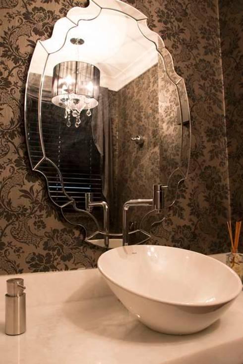 Bathroom by MONICA SPADA DURANTE ARQUITETURA