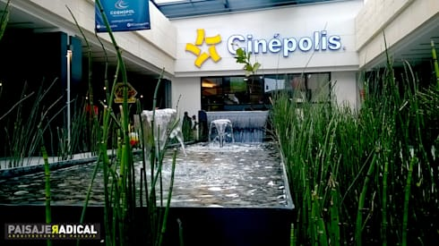 Centro Comercial COSMOPOL: Jardines de estilo moderno por Paisaje Radical