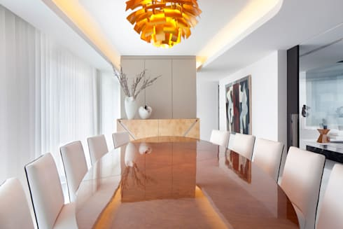 Cascais Penthouse: Salas de jantar minimalistas por GAVINHO Architecture & Interiors