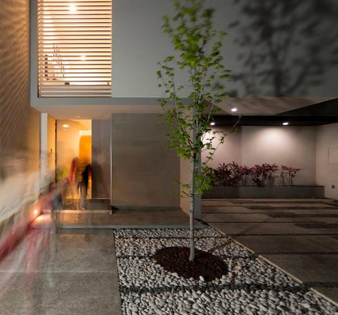 Casa TL: Casas de estilo moderno por Tacher Arquitectos