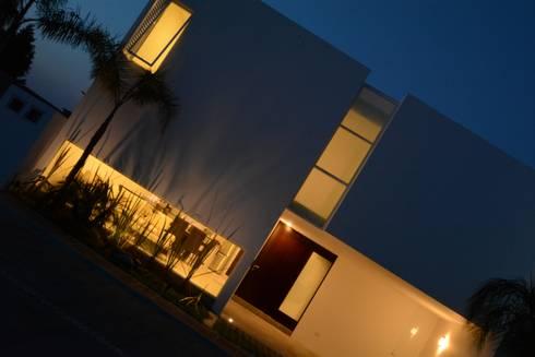 san martinito: Casas de estilo moderno por wrkarquitectura