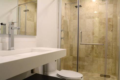 san martinito: Baños de estilo  por wrkarquitectura