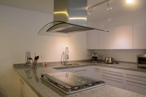 san martinito: Cocinas de estilo minimalista por wrkarquitectura