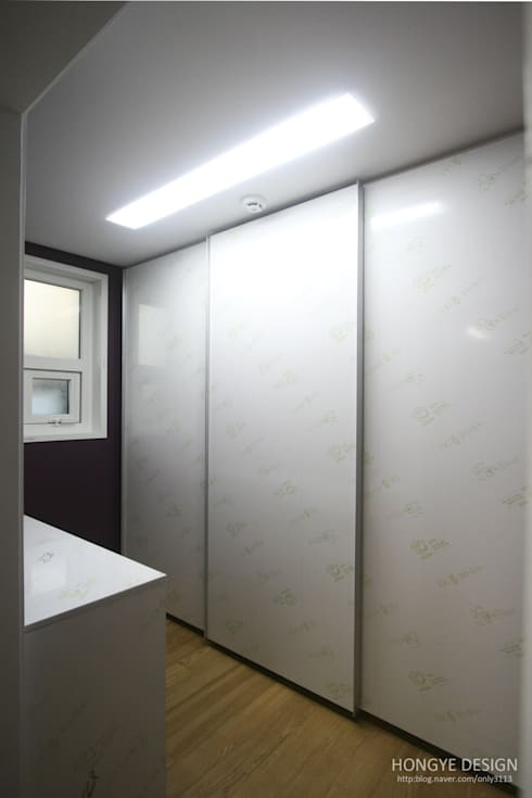 modern Dressing room by 홍예디자인