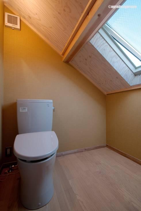 Baños de estilo  por アグラ設計室一級建築士事務所 agra design room