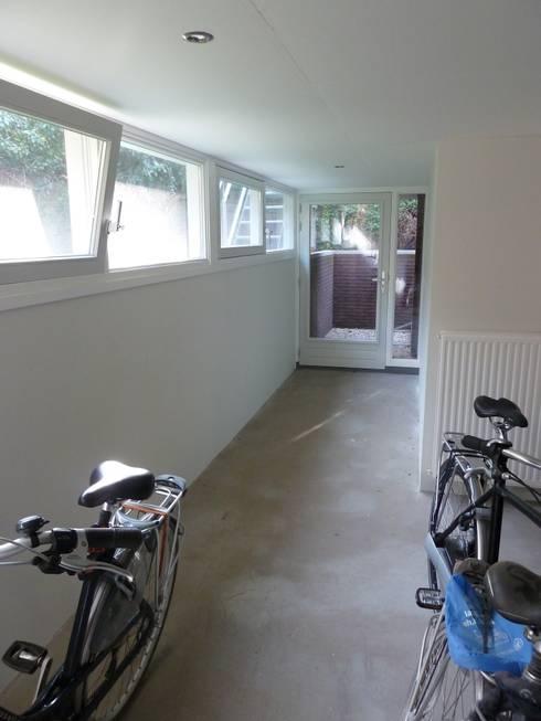 Transformatie woonhuis Arnhem: moderne Garage/schuur door Van de Looi en Jacobs Architecten