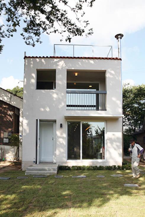 주택 전경: IDÉEAA _ 이데아키텍츠의  주택