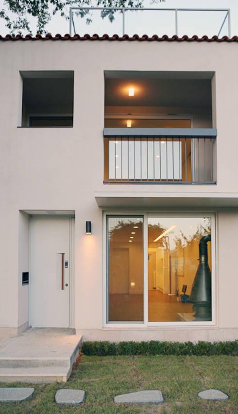 yp house: IDÉEAA _ 이데아키텍츠의  주택