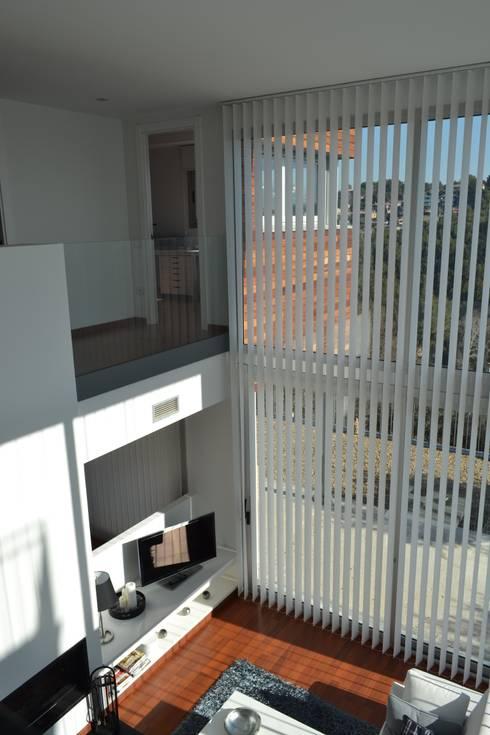 Vivienda Unifamiliar en Rubí: Salones de estilo  de SRS Arquitectura y Urbanismo SLP