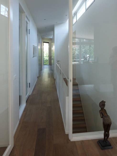 Verbouw woonhuis Kwakkenberg Nijmegen: moderne Huizen door Van de Looi en Jacobs Architecten