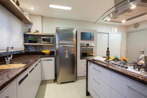 Cozinha apto em Itajaí – SC: Cozinhas modernas por Estúdio HL - Arquitetura e Interiores