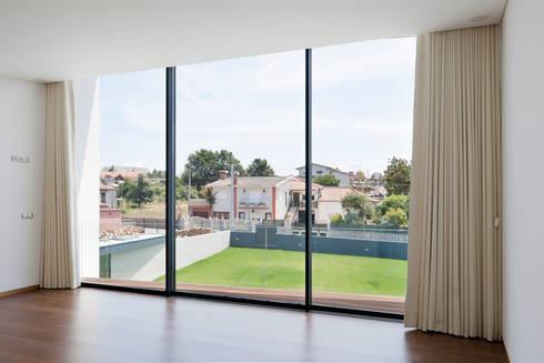 Casa S. Roque: Terraços  por Urban Core