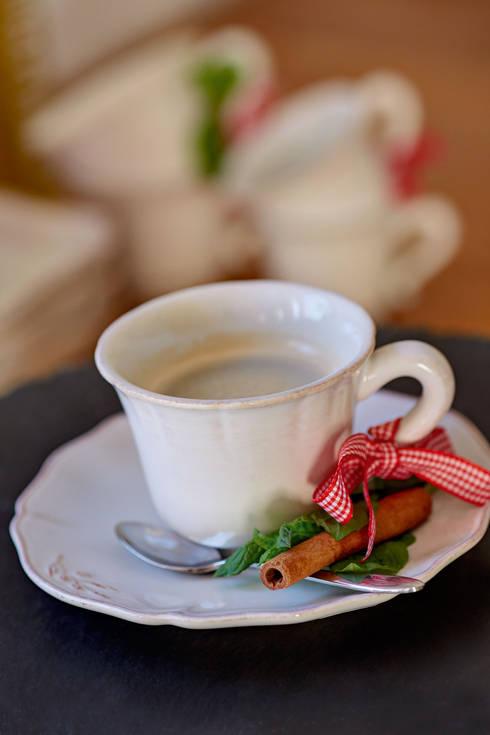 Costa Nova - café colecção Alentejo: Sala de jantar  por Grestel, SA