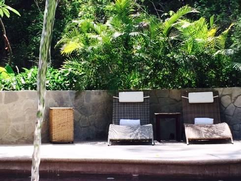 El Descanso Natural Pool: Albercas de estilo topical por BR  ARQUITECTOS