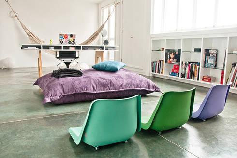 Área de descanso: Oficinas de estilo minimalista por PUNCH TAD