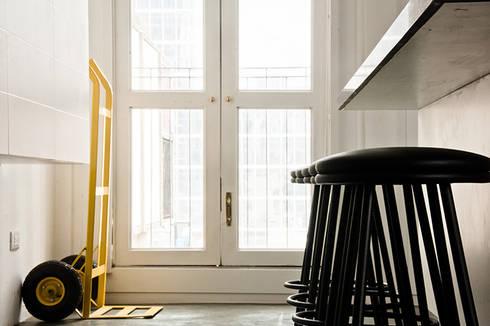 Apartamento en Sabana Grande: Cocinas de estilo minimalista por PUNCH TAD