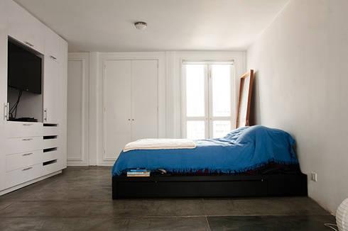 Apartamento en Sabana Grande: Cuartos de estilo minimalista por PUNCH TAD