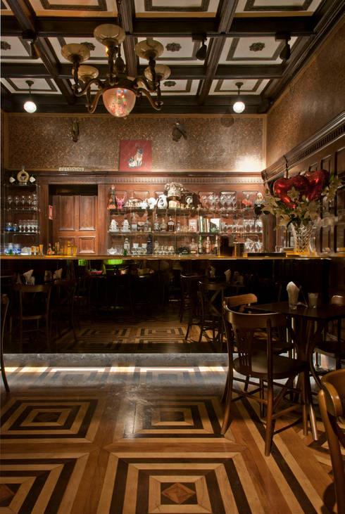 Drosophyla Bar: Espaços gastronômicos  por ARQdonini Arquitetos Associados