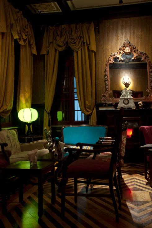 Drosophyla Bar: Bares e clubes  por ARQdonini Arquitetos Associados