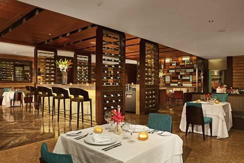 Secrets the vine. Cancún: Comedores de estilo clásico por Marbol industria Mueblera