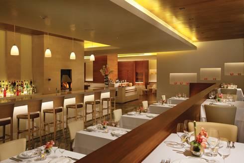 Secrets the vine. Cancún: Cocinas de estilo clásico por Marbol industria Mueblera