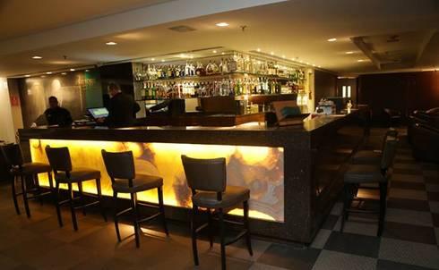 Churchill Lounge Bar:   por Priscila Machado Arquitetura