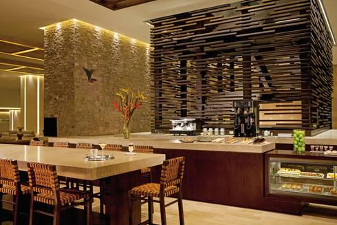 Secrets the vine. Cancún: Casas de estilo clásico por Marbol industria Mueblera