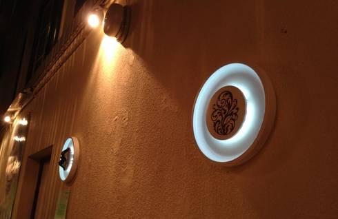 Pratos de Luz FOREVER IN LOVE e FOREVER RICH: Sala de estar  por GOTO