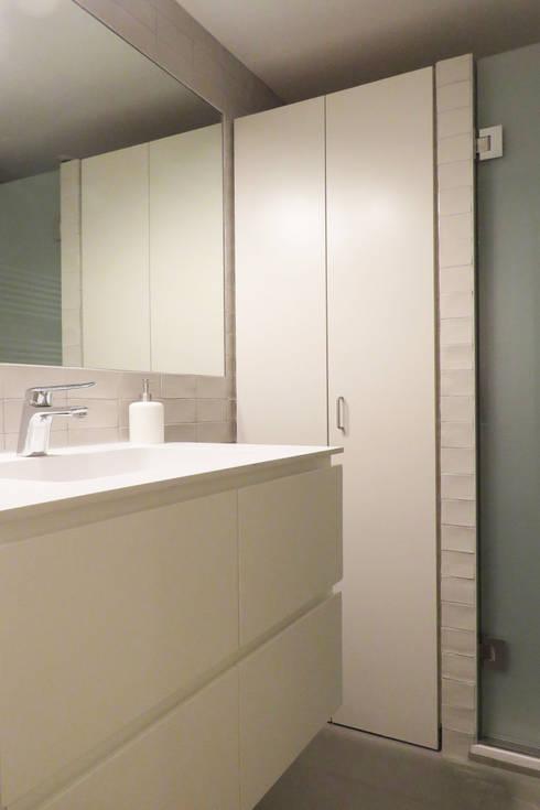 Vivienda Sant Cugat: Baños de estilo  de Brick construcció i disseny