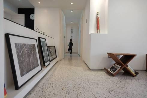 4: Salas / recibidores de estilo minimalista por RRA Arquitectura
