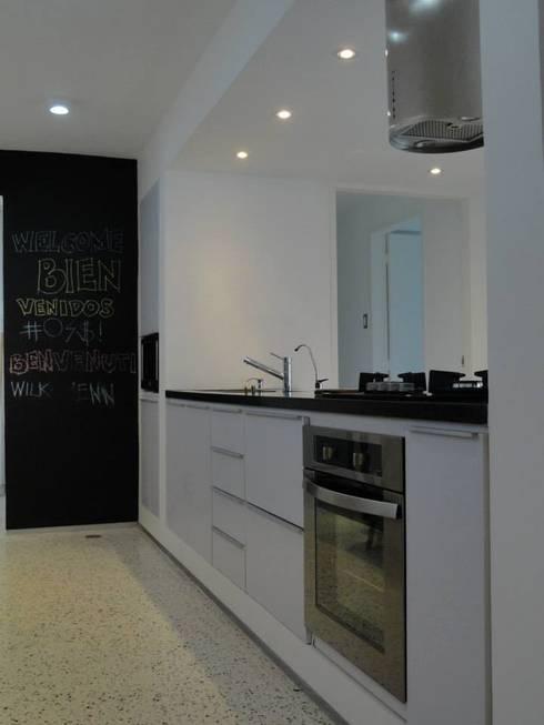 5: Cocinas de estilo minimalista por RRA Arquitectura