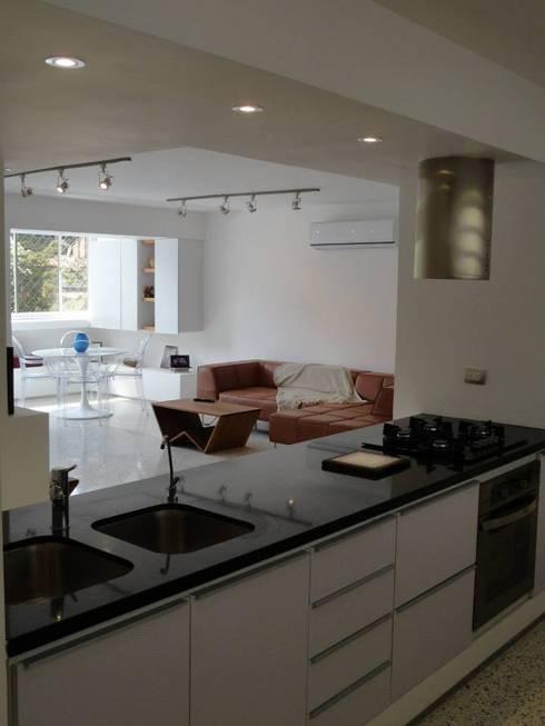 8: Cocinas de estilo minimalista por RRA Arquitectura