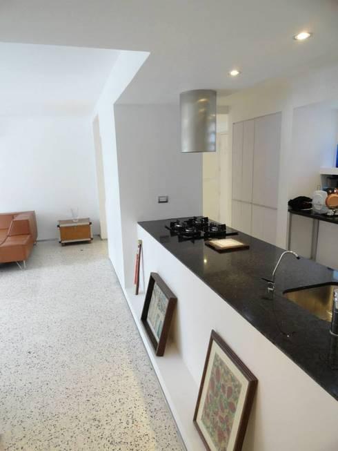 9: Cocinas de estilo minimalista por RRA Arquitectura