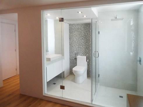 .: Baños de estilo minimalista por RRA Arquitectura