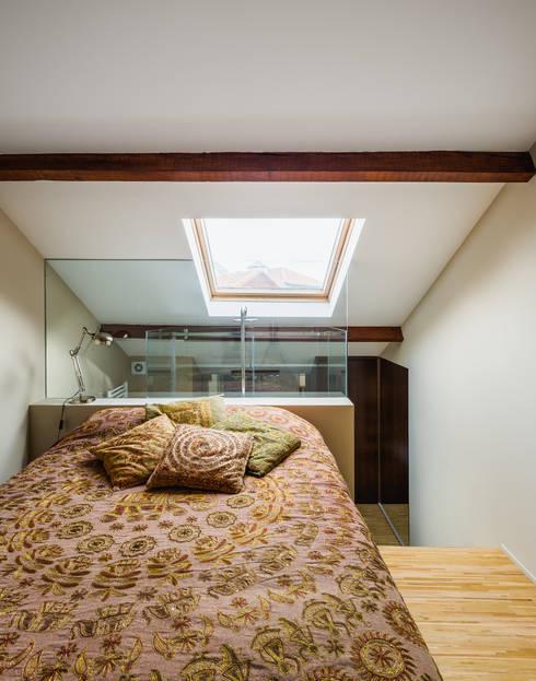 Slaapkamer door XYZ Arquitectos Associados