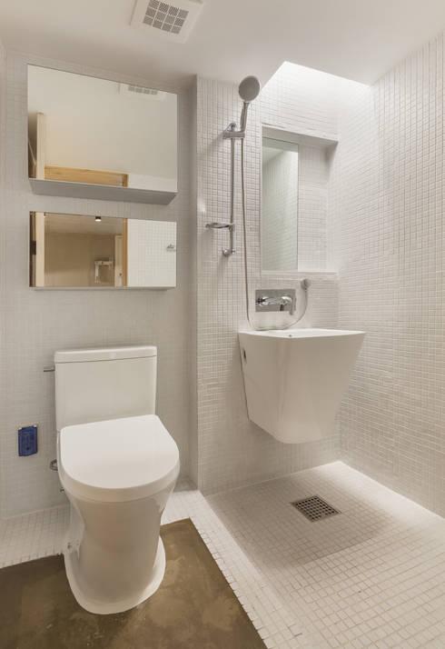 Woonam Urban Housing: Strakx associates 의  욕실