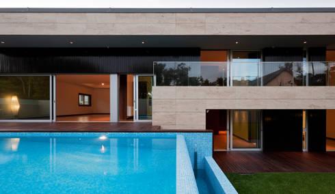 Casa AA_2: Casas modernas por XYZ Arquitectos Associados
