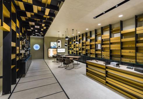 OMR_MTS2_1: Lojas e espaços comerciais  por XYZ Arquitectos Associados