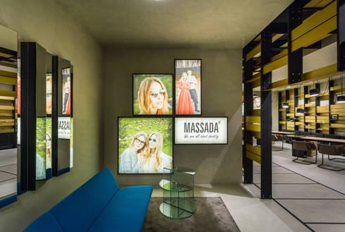 OMR_MTS2_3: Lojas e espaços comerciais  por XYZ Arquitectos Associados