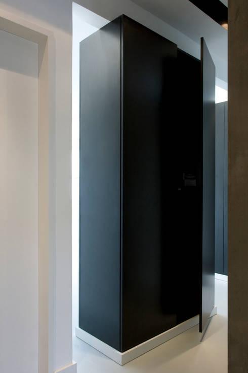 Remodelação T2. Anos 70. Lumiar:   por BL Design Arquitectura e Interiores