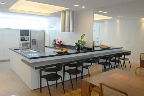Cozinha 2: Cozinhas minimalistas por MONICA SPADA DURANTE ARQUITETURA
