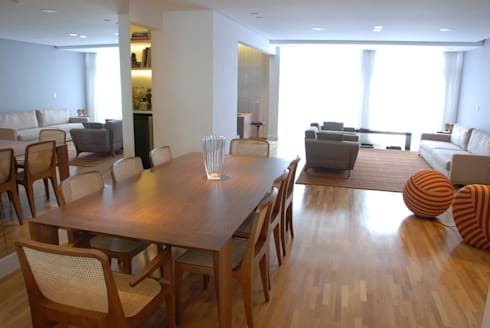Jantar integrado ao Living 1: Salas de jantar minimalistas por MONICA SPADA DURANTE ARQUITETURA