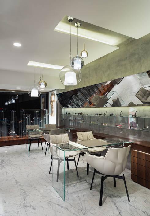 OM_7: Lojas e espaços comerciais  por XYZ Arquitectos Associados
