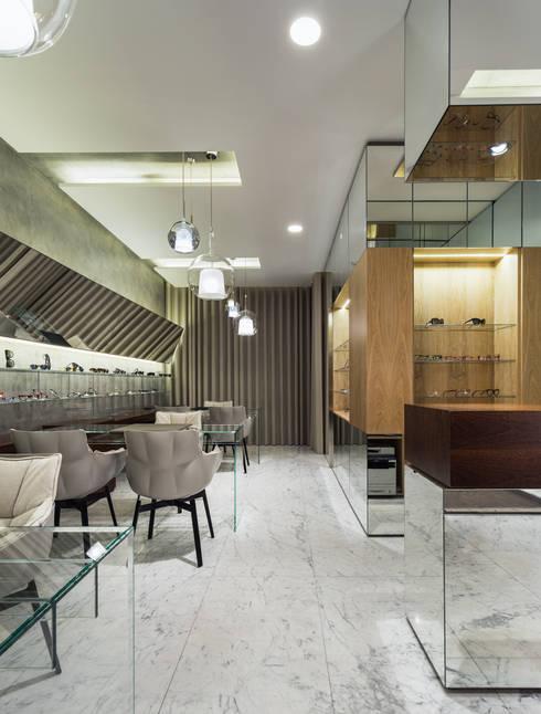 OM_10: Lojas e espaços comerciais  por XYZ Arquitectos Associados