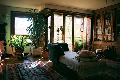 Interior: Salas de estar modernas por MANUEL CORREIA FERNANDES, ARQUITECTO E ASSOCIADOS
