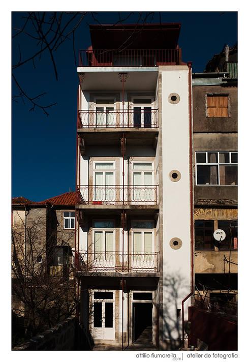 Casa do Pinheiro: Casas modernas por BAAU - Bernardo Amaral Arquitectura+Urbanismo