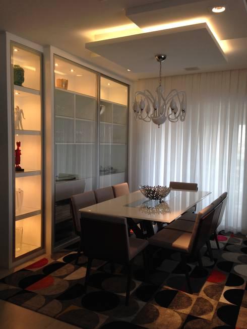 Sala de jantar Retro: Salas de jantar modernas por Laura Picoli