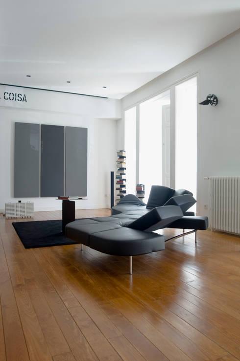 Casa JCSP_3: Salas de estar modernas por XYZ Arquitectos Associados
