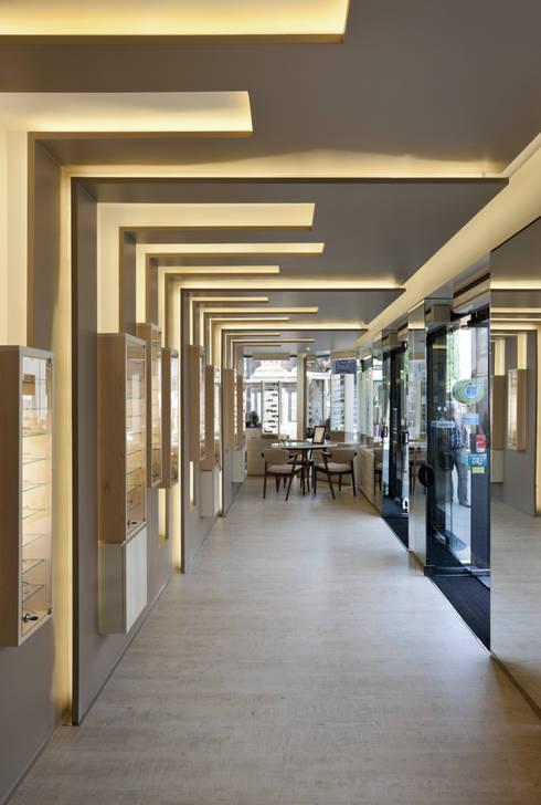 OO_2: Lojas e espaços comerciais  por XYZ Arquitectos Associados